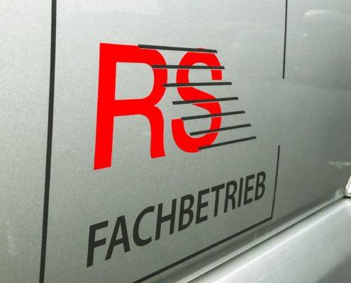 Logo vom RS-Fachverband auf den Fahrzeugen