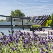 Verano Glastrennwand - Loggia Ausblick durch die Blumen